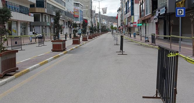 Cadde ve sokaklar yeniden sessizliğe büründü