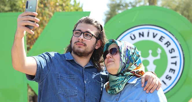 47 yaşında üniversite sınavını kazanan anne oğluyla aynı kampüsü paylaşacak
