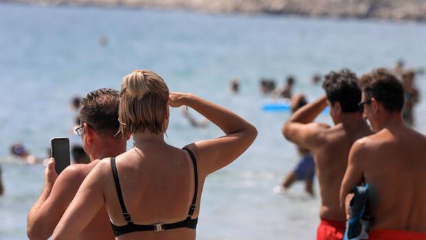 Bugün Antalya… Sahildeki denizaltı şaşkına çevirdi!