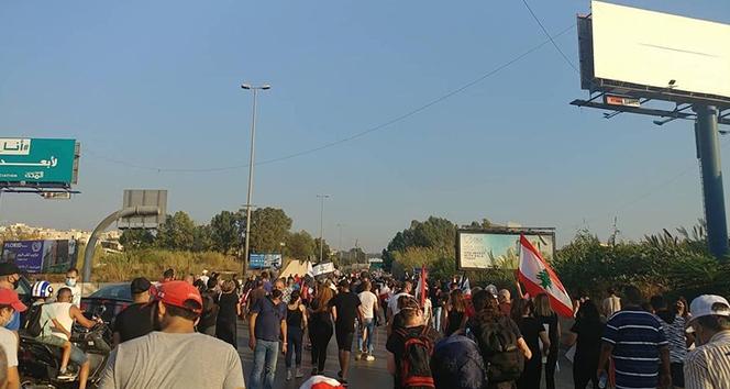 """Lübnan'da Beyrut Limanı'ndaki patlamada hayatını kaybedenler için """"adalet"""" eylemi"""