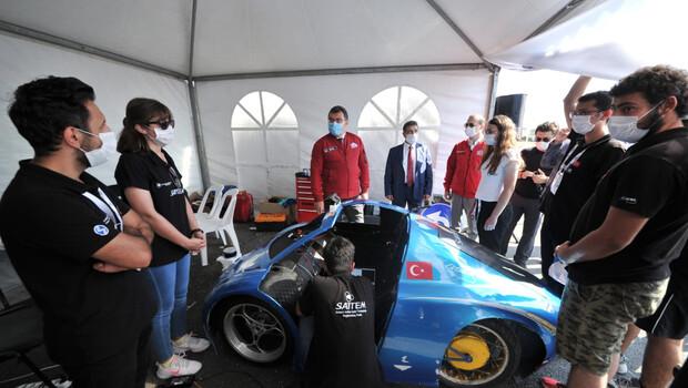 TÜBİTAK Başkanı, Robotaksi Binek Otonom Araç Yarışması'nı izledi