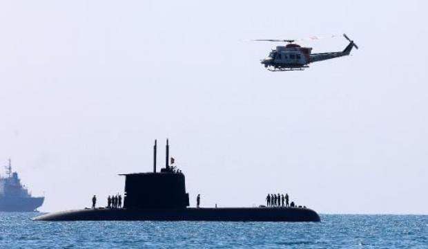 Vatandaş ilgiyle izledi: Antalya açıklarında Türk denizaltısı