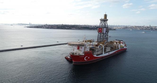 Kanuni sondaj gemisinin Haydarpaşa Limanı'na yanaştığı anlar havadan görüntülendi