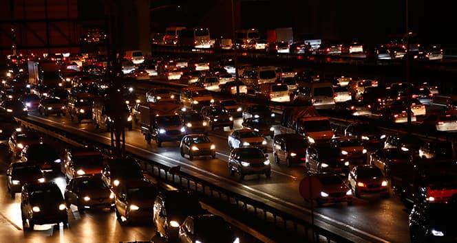 İstanbul'da kısıtlama öncesi trafik kilitlendi: Yoğunluk yüzde 72'lere ulaştı