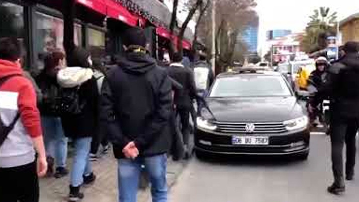 EGM, video paylaştı! Polis, Boğaziçi öğrencilerine 'Aşağı bak' değil, 'Aşağıdan' diyor