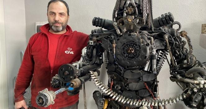 Hurda parçalarından 3 robot yaptı, sıra dördüncü robotta