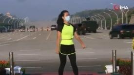 Myanmarlı kadın spor yaparken darbenin ilk anlarını böyle kaydetti