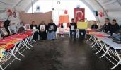 Diyarbakır'da evlat nöbetine bir aile daha katıldı
