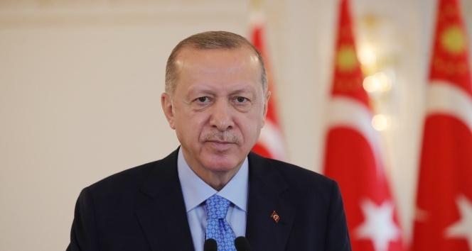 Çamlıca Tepesi'ne dev Türk bayrağı! Cumhurbaşkanı Erdoğan'dan önemli açıklamalar