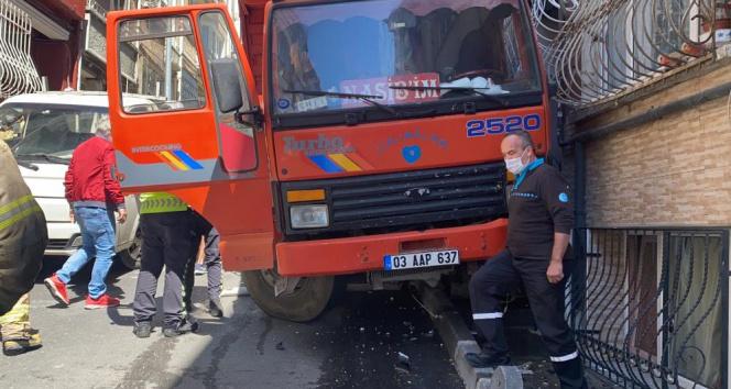 Şişli'de freni boşalan kamyonet dehşet saçtı