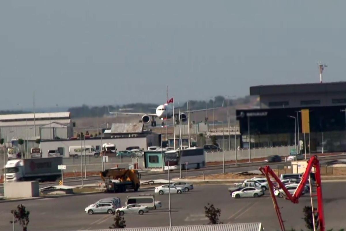 Afganistan'dan Türk vatandaşlarını getiren uçak İstanbul Havalimanı'na indi
