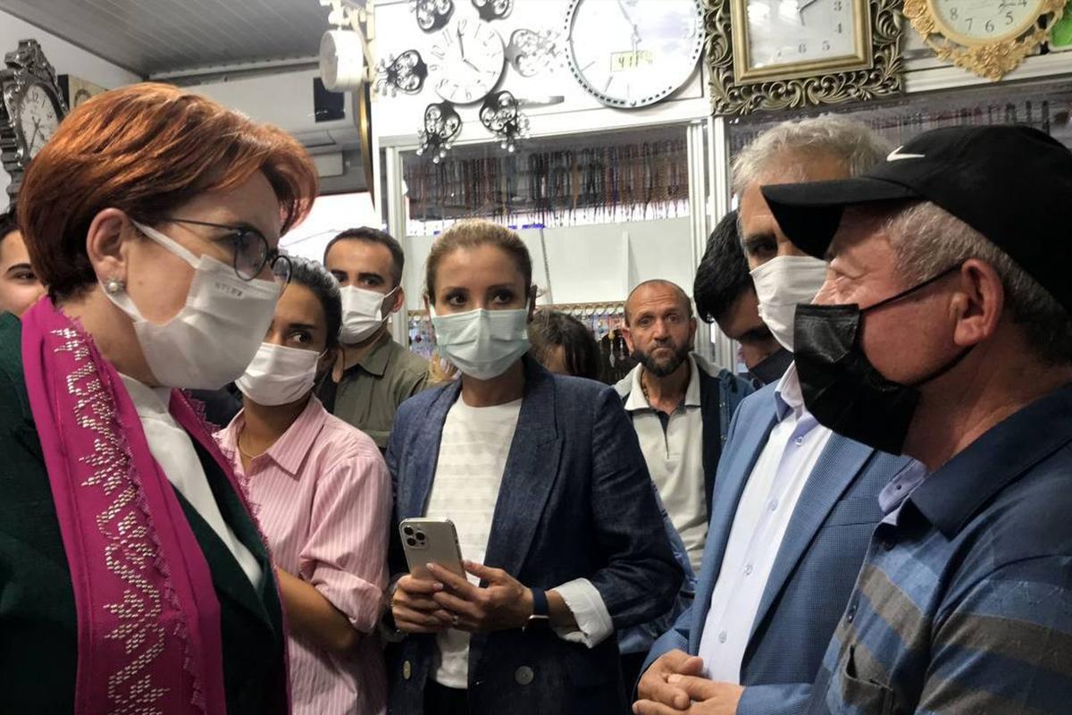 Akşener'in Bayburt ziyaretinde vatandaşlarla partililer arasında arbede