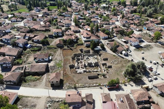 Antik kentte Bizans dönemine ait 3 insan iskeleti bulundu